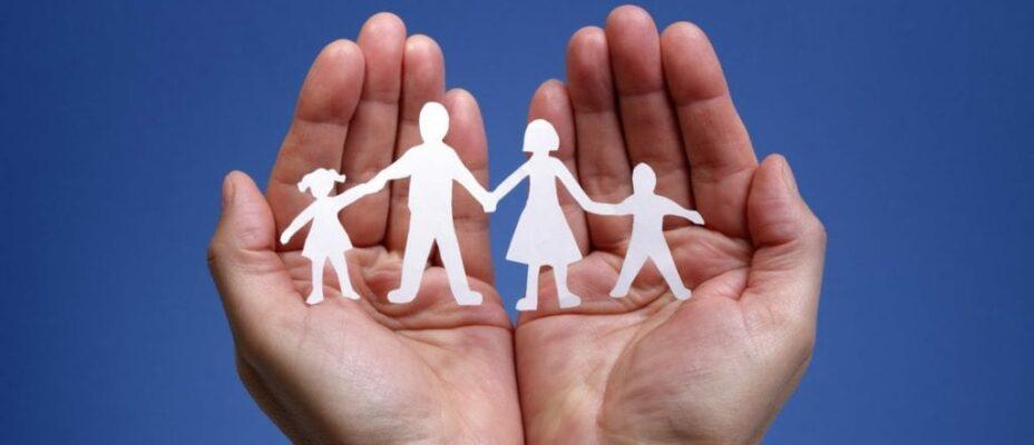 поддержка приемных семей (Сообщество приемных родителей) и доступное профессиональное сопровождение семей (Консультационный центр), которые воспитывают детей, переживших разлуку с близкими.